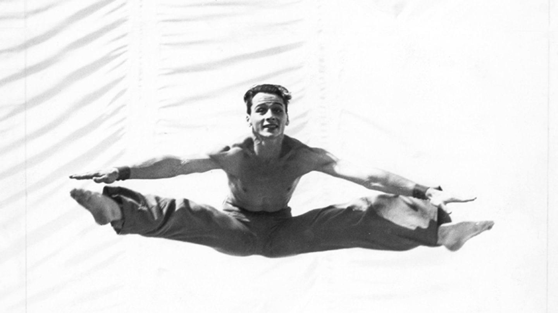 Barton Mumaw in Kinetic Molpai, 1936; photo Shapiro Studios